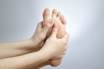 how-to-stop-itchy-feet-fast